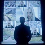 Дермот Малруни следит за главной героиней в тизере второго сезона «Ханны»