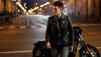 Кейт Кейн больше нет: Бэтвумен сменит личность, но останется лесбиянкой